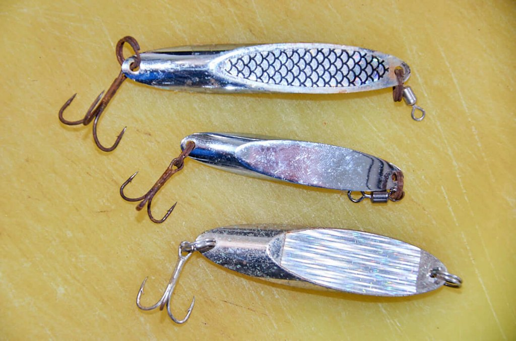 Light coloured lures for garfish